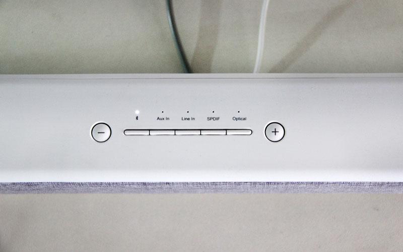 כפתורי השליטה בסאונד-בר (מקרן קול) של שיאומי - Mi TV Soundbar