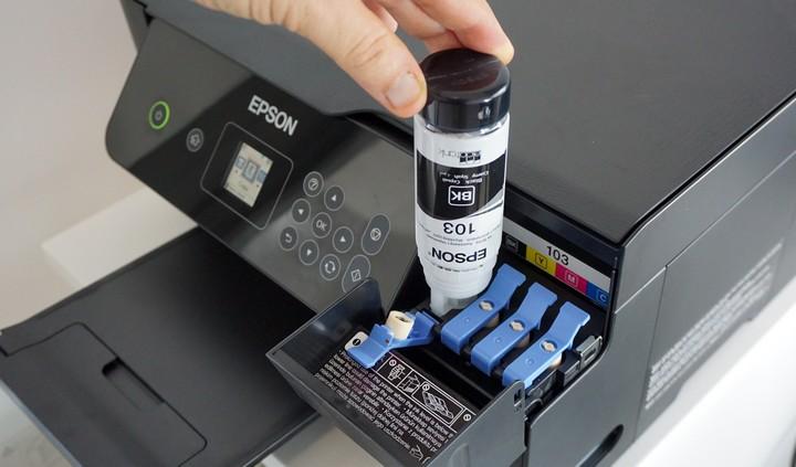 מילוי דיו במיכל במדפסת אפסון Epson EcoTank L3160