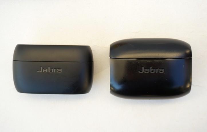 נרתיק הטעינה והכיסוי של אוזניות אלחוטיות נטולות חוטים Jabra Elite 75t בהשוואה לגודל של Jabra Elite 65t