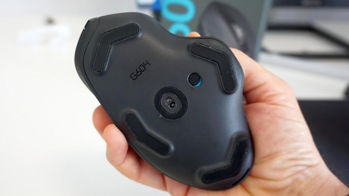 עכבר G604 של לוג'יטק במבט מאחור