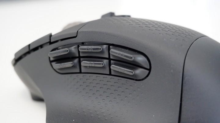 עכבר G604 של לוג'יטק עם המון כפתורים לגיימרים